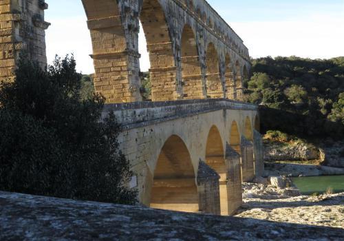 lumière rasante sur le pont du Gard