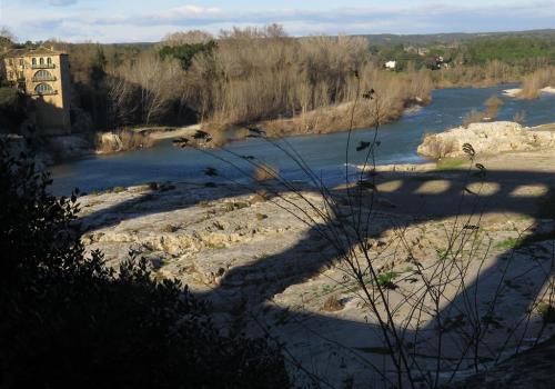 l'ombre du Pont du Gard