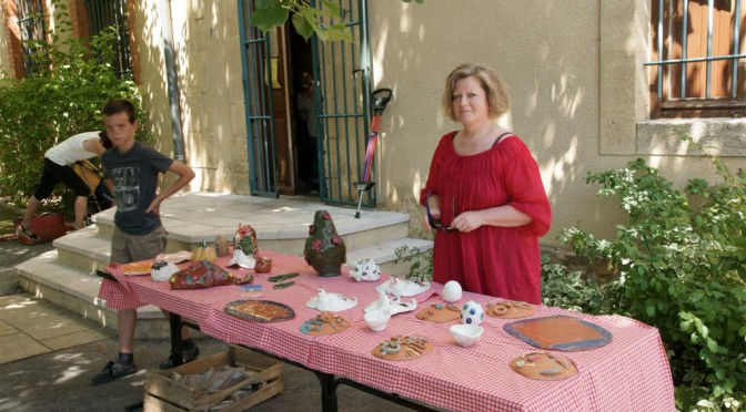 exposition des œuvres de poterie