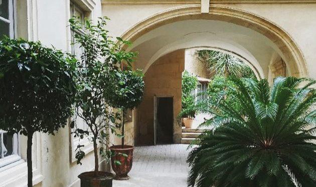 Sortie à Nîmes, visite guidée des cours et hôtels particuliers